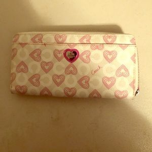 Coach wallet-never used, brand new.